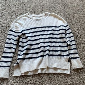 Amber Crombie and Fitch sweater size small